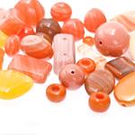 Pärlisegu oranžikates toonides eri suurusega  pärlitest 5-20mm, 100/50g pakk