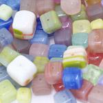 Pärlisegu erivärvilistest kuubikukujulistest pärlitest 6-12mm, 100/50g pakk