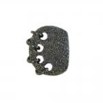 Krobelise pinnaga, põimitud mustriga, kandiline, kannaga metallnööp, 23x19mm; 36L