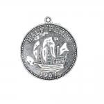 Mündi/medaljonitaoline riputis aasaga, kuninganna reljeefiga, teiselt poolt laeva pildiga, 25mm