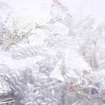 Valged plastpärlid