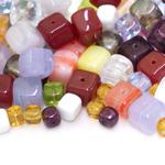 Pärlisegu Kirjudes toonides eri suurusega  kuubikukujulistest pärlitest 5-9mm, 100/50g pakk