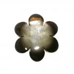 Suur, lillekujuline ümara pinnaga ja teokarbi helgiga, kannaga nööp 38mm, 60L