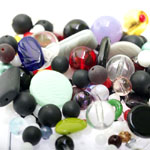 Pärlisegu Must-valge-kirjudes toonides eri suurusega  pärlitest 5-20mm, 100/50g pakk