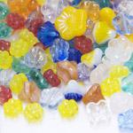 Pärlisegu erivärvilistest lillekujulistest pärlitest 6-16mm, 100/50g pakk