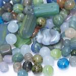 Pärlisegu hallikas-rohekas-sinakates toonides erikujulistest pärlitest 6-22mm, 100/50g pakk