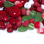Pärlisegu Punastes, rohelistes toonides, lepatriinuteemalistest pärlitest 6-20mm, 100/50g pakk