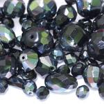 Pärlisegu mustadest AB-kattega erikujulistest pärlitest 6-20mm, 100/50g pakk
