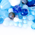 Pärlisegu helesinakatest erikujulistest pärlitest 6-16mm, 100/50g pakk