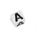 Must-valged, tähemärkidega, kuubikukujulised plastikhelmed, täht `A`, 7mm