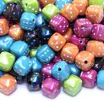 Täringukujulised värvulised plastikhelmed 9mm