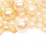 Pärlisegu kreemjasvalgetes pärlmuttertoonides ümaratest pärlitest 4-15mm, 100/50g pakk