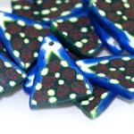 Kirjud, mustrilised, polümeersavist kolmnurksed lapikud helmed 30x20x3mm