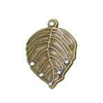 Metal Leaf Pendant / 30 x 20mm