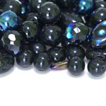 Pärlisegu pmustadest erikujulistest pärlitest 4-16mm, 100/50g pakk