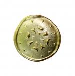 Metallist, kuldne, reljeefse mustriga, kannaga nööp 28mm, 44L