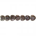 Südamekujulised, lapikud, antiikse reljeefse mustriga plasthelmed 10x5mm