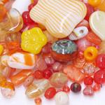 Pärlisegu punakatest-oranžikatest erikujulistest pärlitest 6-18mm, 100/50g pakk