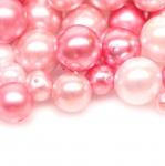 Pärlisegu heleroosades pärlmuttertoonides ümaratest pärlitest 4-15mm, 100/50g pakk