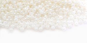 HK62 Tšehhi Preciosa terahelmed, Nr.9 (2,4-2.8mm) Kreemjasvalged läbipaistmatud pärlmutter terahelmed