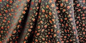 617840/0/0 Must, lillemustriga kunstsiidist kangas