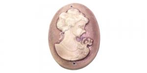 AR17 37x18mm Pruunikaslilla, pärlmutter valge naise kujuga kamee