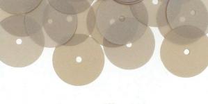 YB56 / Lamedad kettakujulised plastlitrid, siidja läikega hõbebeezid / ø13mm