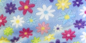 11 Helesinine lilledega Pehme fliis