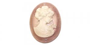 AR21 37x18mm Punakaspruun pärlmutter, valge naise kujuga kamee