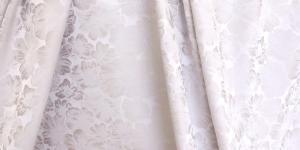 619736/0/9 Loodusvalge, lillemustriga kunstsiidist kangas