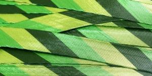 Rohelise, musta triibuline metallik pael