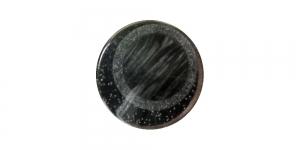 SG86 16 mm Must, hõbedase mustriga, kannaga plastiknööp