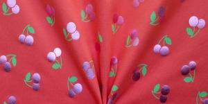 Punane, metallik roosade kirssidega trikotaažkangas, 150cm, 131.734-3002