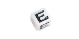 Valge, musta kirjaga plastikhelmed, täht `E`, 7mm, AA6F