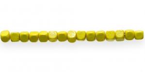 IM50 6x6mm Kollane kuubikukujuline puithelmes