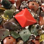 Каменные бусины