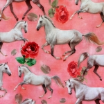 Valgete hobuste ja roosidega veniv puuvillasegu kangas, 155cm, KC7502